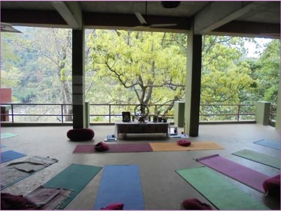 stage-de-yoga-en-inde-anjayati-1